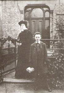 Madge Metcalfe with her son, the future Stan Laurel, approx 1901